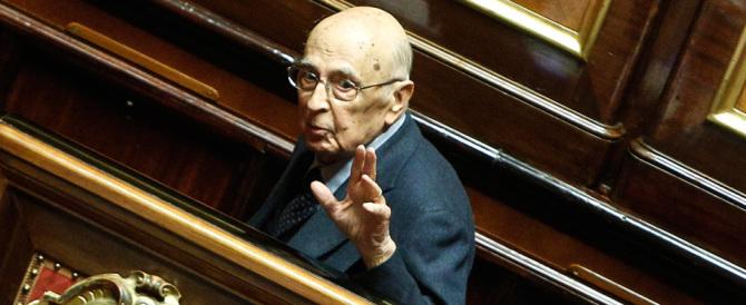 Napolitano non si dà pace: straparla, detta legge, difende il duo Renzi-Alfano