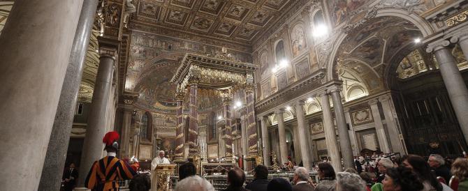Aperta la porta di Santa Maria Maggiore. Il Papa parla del perdono