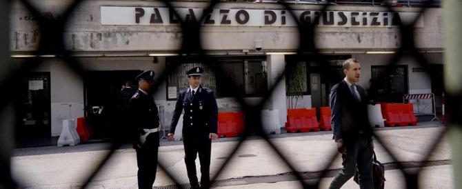 La polizia penitenziaria: «Le espulsioni di immigrati? Alfano ne fa pochissime»