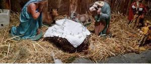 Furia contro i presepi: decapitato San Giuseppe, impiccato Gesù Bambino