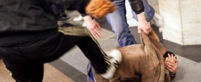 Roma, sale sulla moto di una passante per inseguire il pusher e arrestarlo