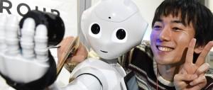 Basta commessi umani: a Tokyo un negozio tutto gestito da robot (video)