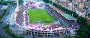 Calcio, torna la violenza: scontri tra tifosi e polizia prima di Fiorentina-Lazio
