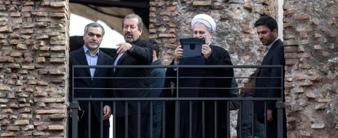Renzi smentito dalla Sovrintendenza: «È stato lui a far coprire le statue»