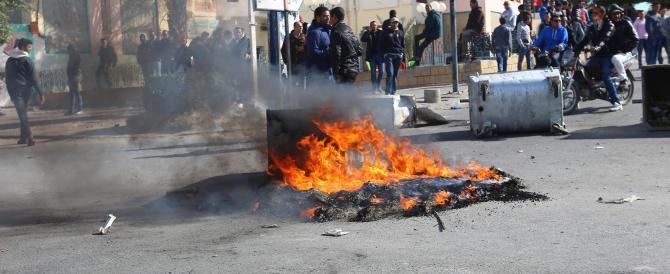 Rivolte in Tunisia, il governo: l'ombra di Al Qaeda sugli scontri nel Paese
