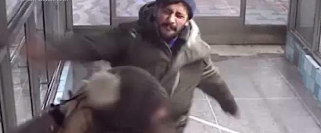 Sputò a una donna per strada: preso il tunisino più odiato dagli svedesi (video)