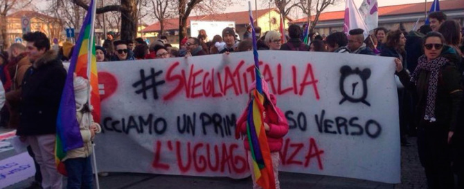 """Unioni civili, tristi manifestazioni del """"popolo"""" della Cirinnà"""