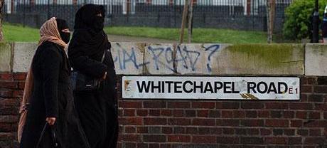 Cameron contro il burqua: «Da noi mai più donne col volto coperto»
