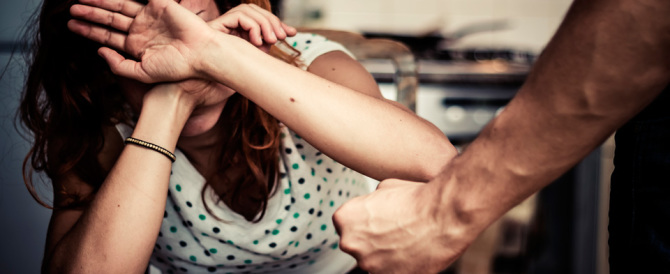 Picchia a sangue la moglie dopo una lite. Arrestato un egiziano a Firenze