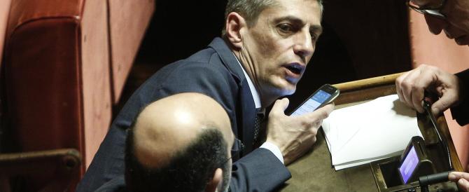 """La Cirinnà fa la spia e mostra un sms di Airola: """"M5S stava per votare sì"""""""