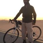 Nella top ten c'è anche lo sceicco Mohammed Bin Rashid, qui fotografato mentre va in bicicletta nel deserto. (Foto Instagram)