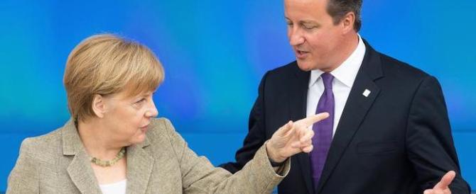 Ecco l'Europa per forza: che si inchina a Londra e ai diktat della Merkel