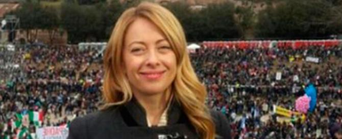 Giorgia Meloni sfida Renzi: «Cambia la legge sull'utero in affitto e la votiamo»