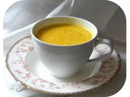 Curcuma e Golden milk: ecco l'elisir di lunga vita facile da preparare in casa