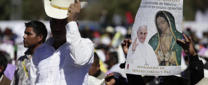 """Papa Francesco in Messico si scusa con gli indios per le """"incomprensioni"""""""