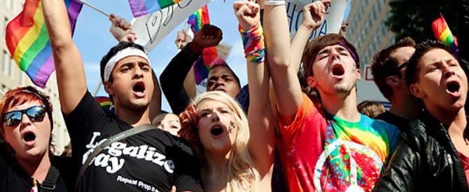 I gay attaccano e la Regione Piemonte si spaventa. Ecco cos'è successo