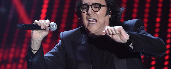 Renato Zero si dissocia dal Sanremo gay friendly. L'ira del popolo arcobaleno