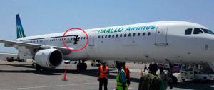 Somalia, squarcio e fiamme in volo su aereo di linea, sospetti su al-Shabaab