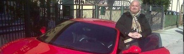 Nel business dei profughi spunta un alfaniano che viaggia in Ferrari