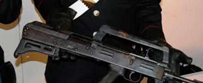 Armi sul tetto del supermarket: fermati un napoletano e un clandestino