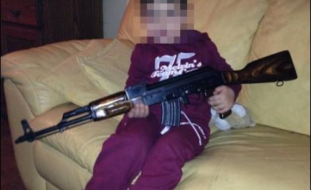 L'assassino  di Padova confessa: ecco l'arsenale su Facebook (Fotogallery)
