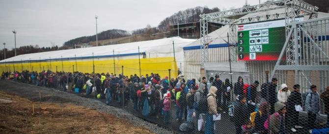 È ufficiale, l'Austria chiude i confini. Così i migranti resteranno in Italia