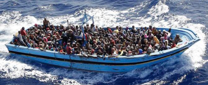 L'Onu: 300mila migranti dal mare. Gasparri: «Da Renzi risposte goffe»
