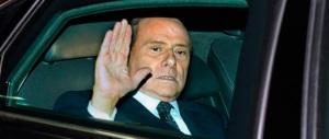 Berlusconi provato ma sereno: continua a lavorare. Martedì l'intervento