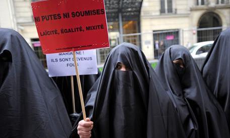 La fatwa dell'Occidente contro lo scrittore che osa criticare l'Islam