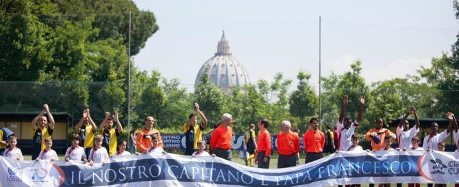 Calcio, preti e seminaristi in campo. No al cartellino rosso: si perdona tutto