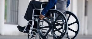 Angherie, ricatti e furti a un disabile: arrestati due migranti