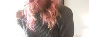 Svolta punk di Eleonoire Casalegno: eccola coi capelli rosa (Fotogallery)