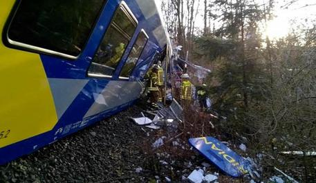 Germania, scontro frontale tra due treni: otto morti e 150 feriti