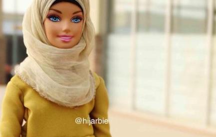 """L'ultima follia, mettono il burqa alla Barbie: ecco la """"Hijarbie"""" (Fotogallery)"""