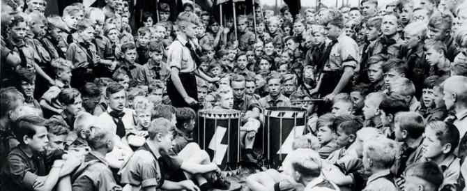Il comunista Ferrero lo sa che l'utero in affitto sarebbe piaciuto a Hitler?