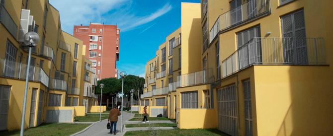 «Guadagno troppo»: impiegato onesto restituisce la casa popolare dove vive