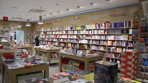 """La rivincita del vecchio libro di carta: Amazon aprirà 400 librerie """"fisiche"""""""