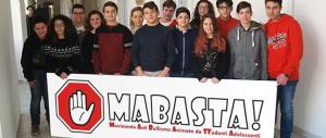 """""""MaBasta"""". La campagna online di 14 adolescenti per dire """"no"""" al bullismo"""