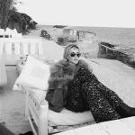 Paola Barale al mare; sembra Madonna...  (Foto Instagram)