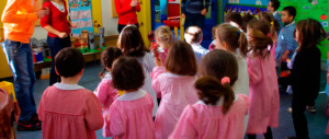 Botte a bimbi e bestemmie: arrestata una maestra orco nel Modenese