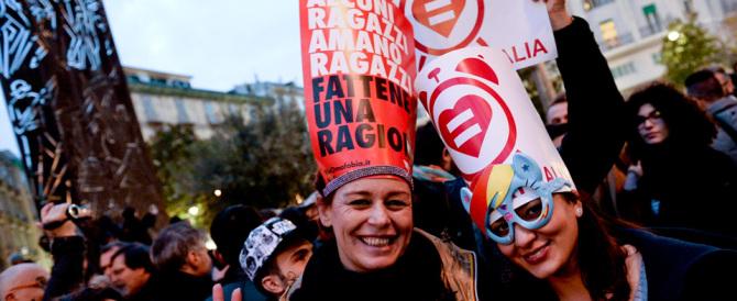"""«Vogliamo i matrimoni»: ora il """"partito dei gay"""" minaccia di non pagare più la tasse"""