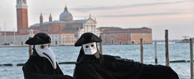 Venezia, l'altra faccia del Carnevale: agenti in maschera contro i ladri