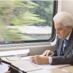 Mattarella si sposta in treno.  (Foto Instagram)