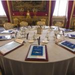 Il tavolo con le cartelline dove si svolge il Consiglio supremo di difesa.  (Foto Instagram)
