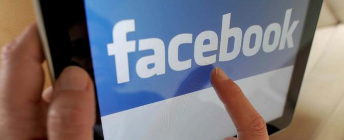 Pubblica su un sito porno le foto di un'amica rubate du Facebook: denunciato