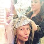 """Dal parrucchiere, con la carta stagnola in testa a la duck-face: questa foto dell'attrice non è piaciuta ai suoi fan. """"Toglila!"""", le hanno chiesto. Ma è rimasta lì, su Instagram."""