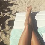 Immancabile la foto dei piedi, in spiaggia!  (Foto Instagram)