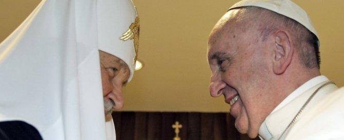 L'abbraccio tra il Papa e il Patriarca, un evento atteso da mille anni