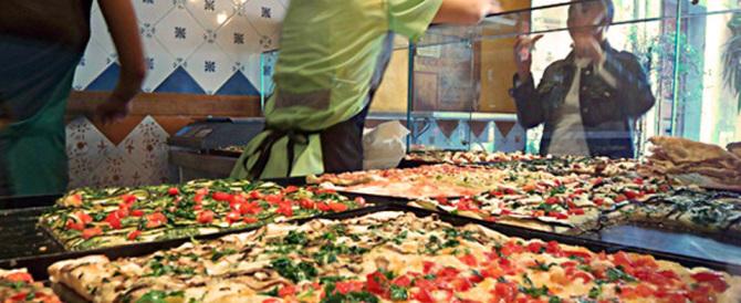 Scompaiono falegnami e pellicciai, aumentano solo i pizzettari di strada