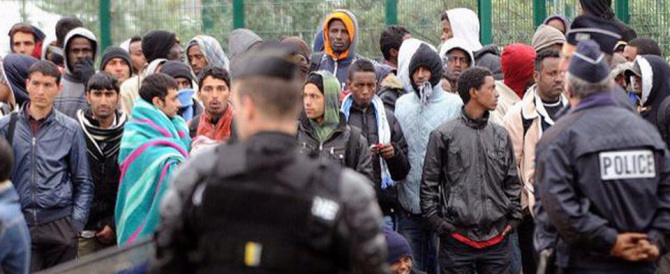 L'Austria chiude le porte ai migranti. Tensione in Italia: così restano tutti qui